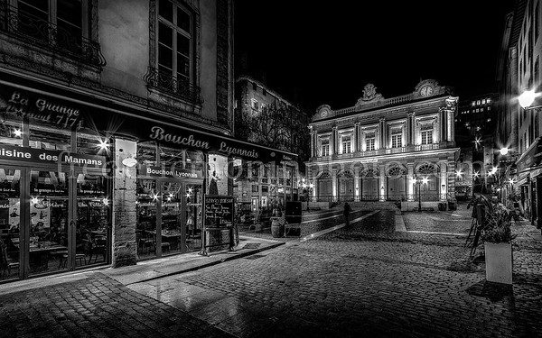 Square Change in the old Lyon