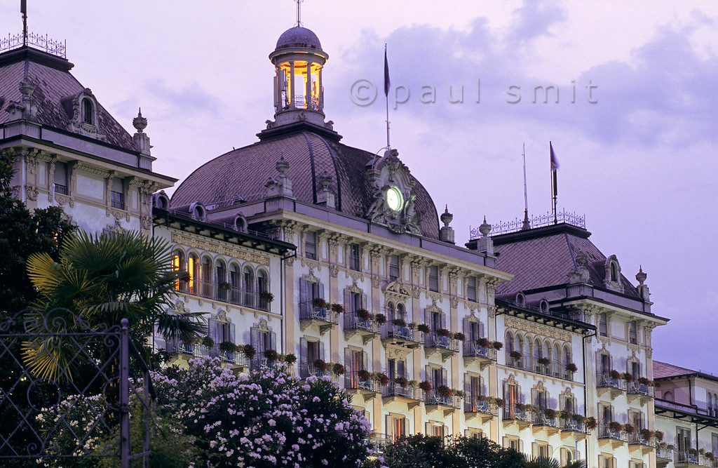[ITALY.PIEMONTE 01630]  'Grand hotel.'  Stresa, at the shores of Lago Maggiore, is a lakeside resort of the Belle Époque. In the 'Grand Hotel des Iles Borromées', its centerpiece, the era of plush and marmor never ended. Photo Paul Smit.