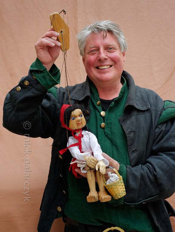 Puppeteer at historical market in Thuringia.