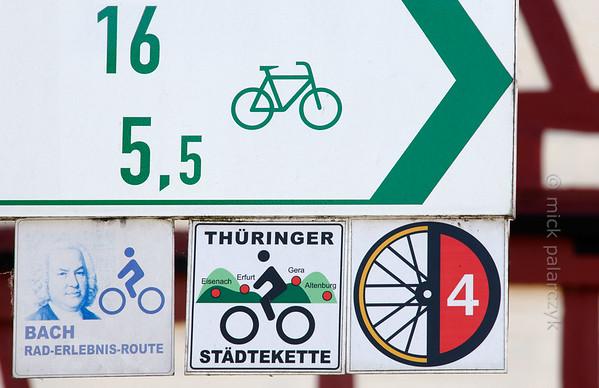 "Sign of long distance cycling path ""Thüringer Städtekette""."