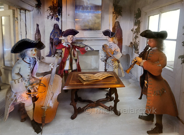 Musicians in puppet town Mon plaisir in Arnstadt.
