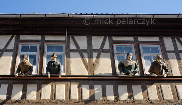 Window Watchers in Mühlhausen.