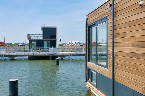 Holland Floating Urbanization (96 images)