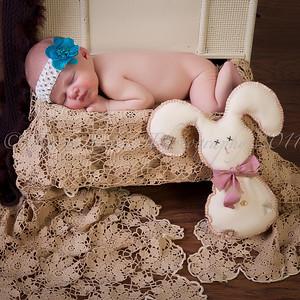Eleora newborn