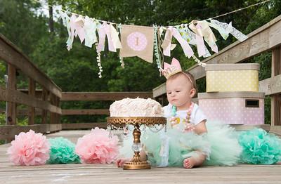 Ava Smash Cake-11.jpg