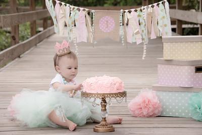 Ava Smash Cake-5.jpg