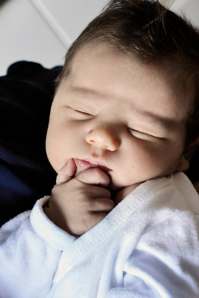 Baby F, 9 dagar gammal