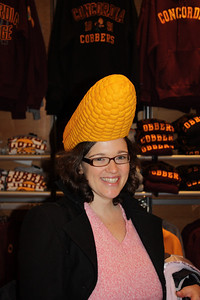 Sara tries the Cornhead