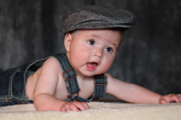 6 month baby photography session at El Paso Portraits  http://elpasoportraits.com/types-sessions/children/beautiful-baby/