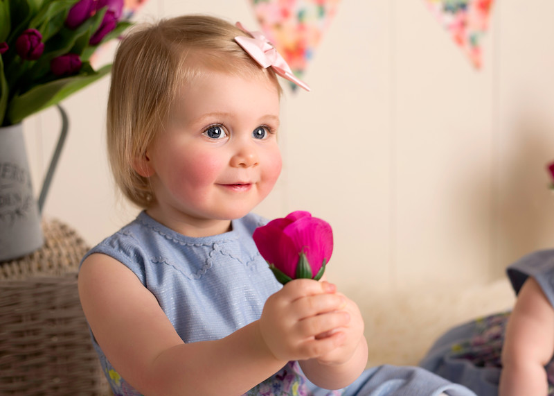 baby photographer in Glasgow Renfrewshire, children family photographer in Glasgow Renfrewshire