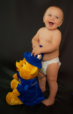 Professional baby photography studio located in liverpool NY. Family and children photography studio liverpool NY. Serving Syracuse NY, Baldwinsville NY, Mexico NY, Oswego NY, Mexico NY, Phoenix New York, and the Central New York Region. Professional Family Photograohy Studio by Mariana Roberts Photography.