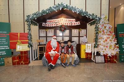 BachDangComplex-ChristmasPhotobooth-Chup-hinh-in-anh-lay-lien-Giang-sinh-tai-Da-Nang-WefieBox-Photobooth-Vietnam-033