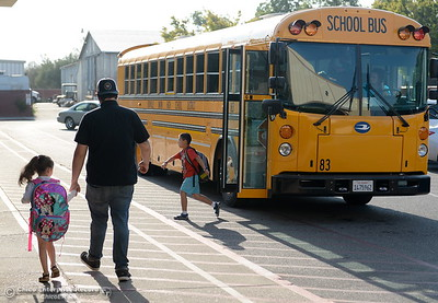 Parents and students arrive for the first day of school at Wyandotte Academy in Oroville, Calif. Wed. Aug. 16, 2017.  (Bill Husa -- Enterprise-Record)
