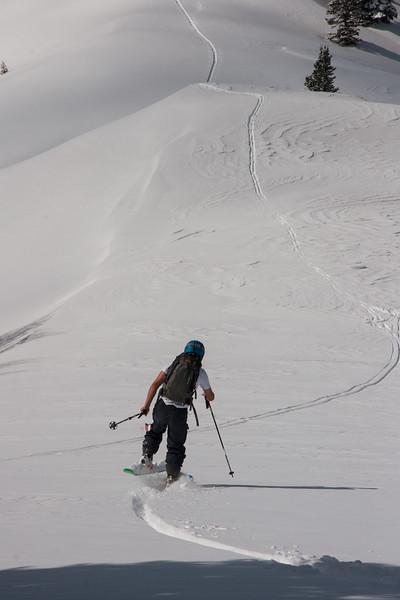 Single leg Powder skiing