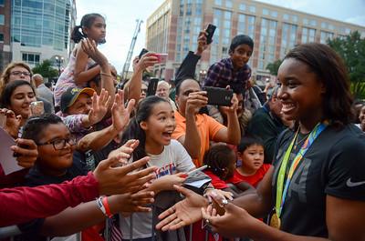 Simone Manuel meets her fans