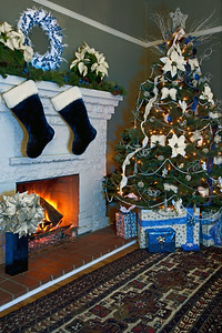 Christmas-Fireplace-Blue