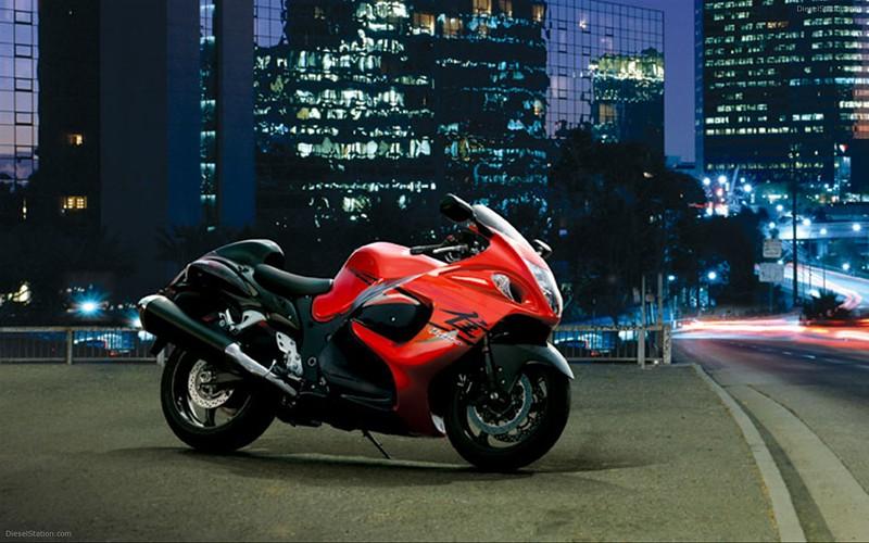 Motorcycle Suzuki-Hayabusa-turns-10-widescreen-08-1