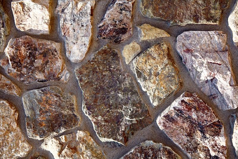 Stone Veneer granite rubble shapes and colors wall closeup