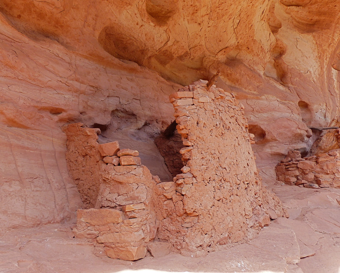 More granaries  in Todie Canyon.