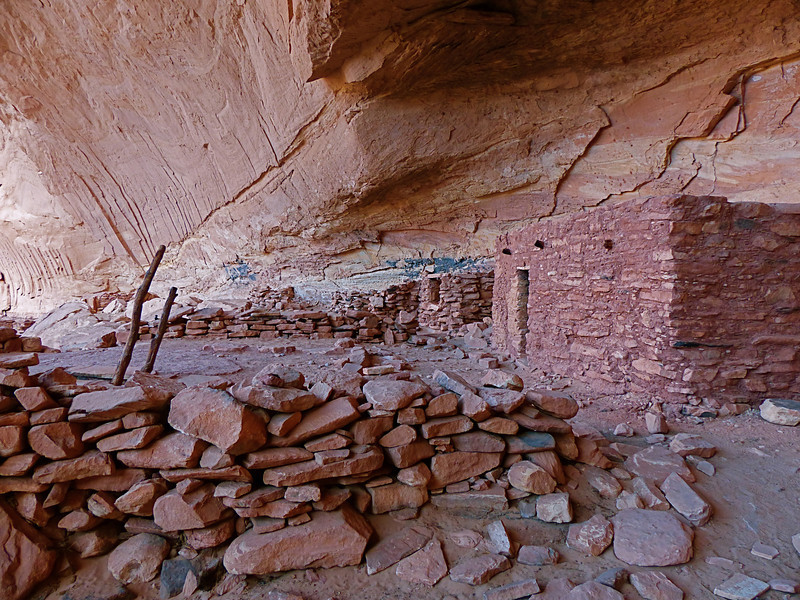 Perfect Kiva was under a huge overhanging cliff so it stayed dry all the time.