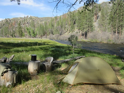 My campsite for two nights by the Kern River (4995'), at the south end of Kern Flat (aka Cow Crap Flat for obvious reasons to anyone trying to find a campsite there).