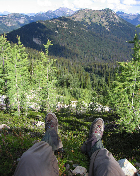 Day 3: Another 17 miles this day, all of which was up high on the mountain ridges. Relaxing the feet, which were dry all day for the first time on the trip.