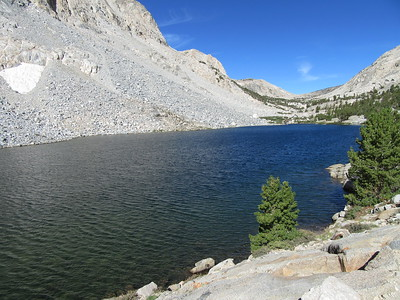 ... I came to Lock Levon (10,743'), with Piute Pass in the distance.  Unseen at this point were ...