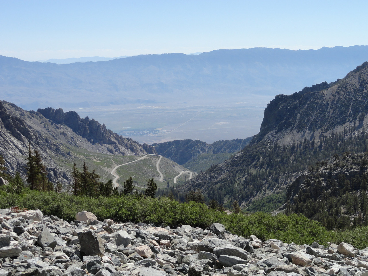 View from the trail back down to Onion Valley in the foreground, Inyo Valley in the middle, and the Inyo Mountains in the background.
