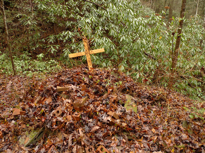 The trail into the Big Frog passes by this mysterious gravesite.