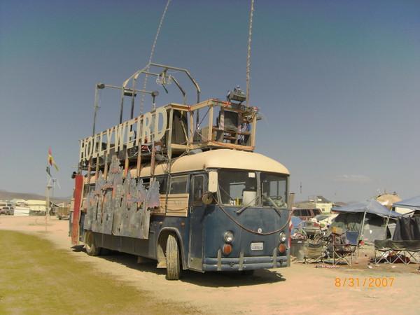 Hollyweird Bus, BM