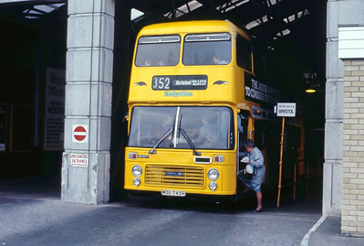 Badgerline 5071 Weston Super Mare Bus Stn May 86