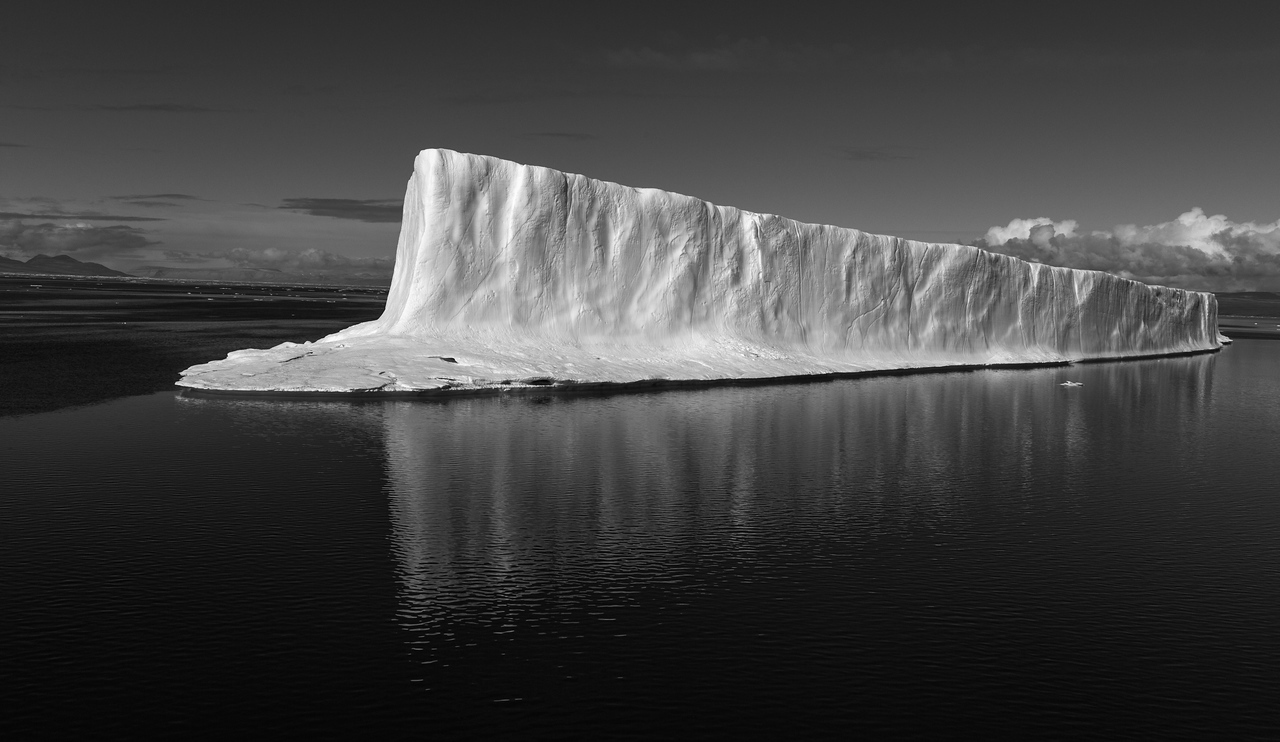 This iceberg was around 1 kilometre long and stood 20 metres above the water.  It was probably grounded.