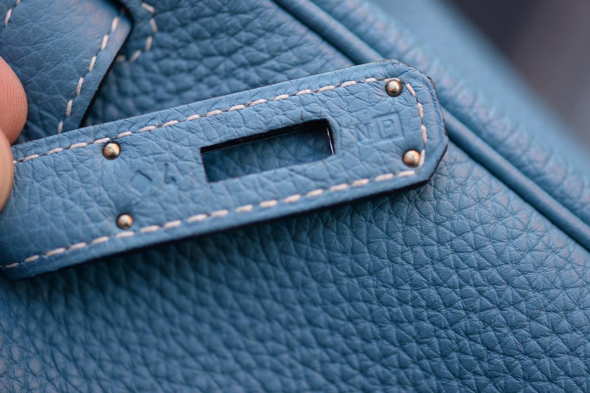 81186bf0fa0 Raro HERMES Kelly 32 Azul Jean Togo P 2012 32cm NUEVO Palladium ...