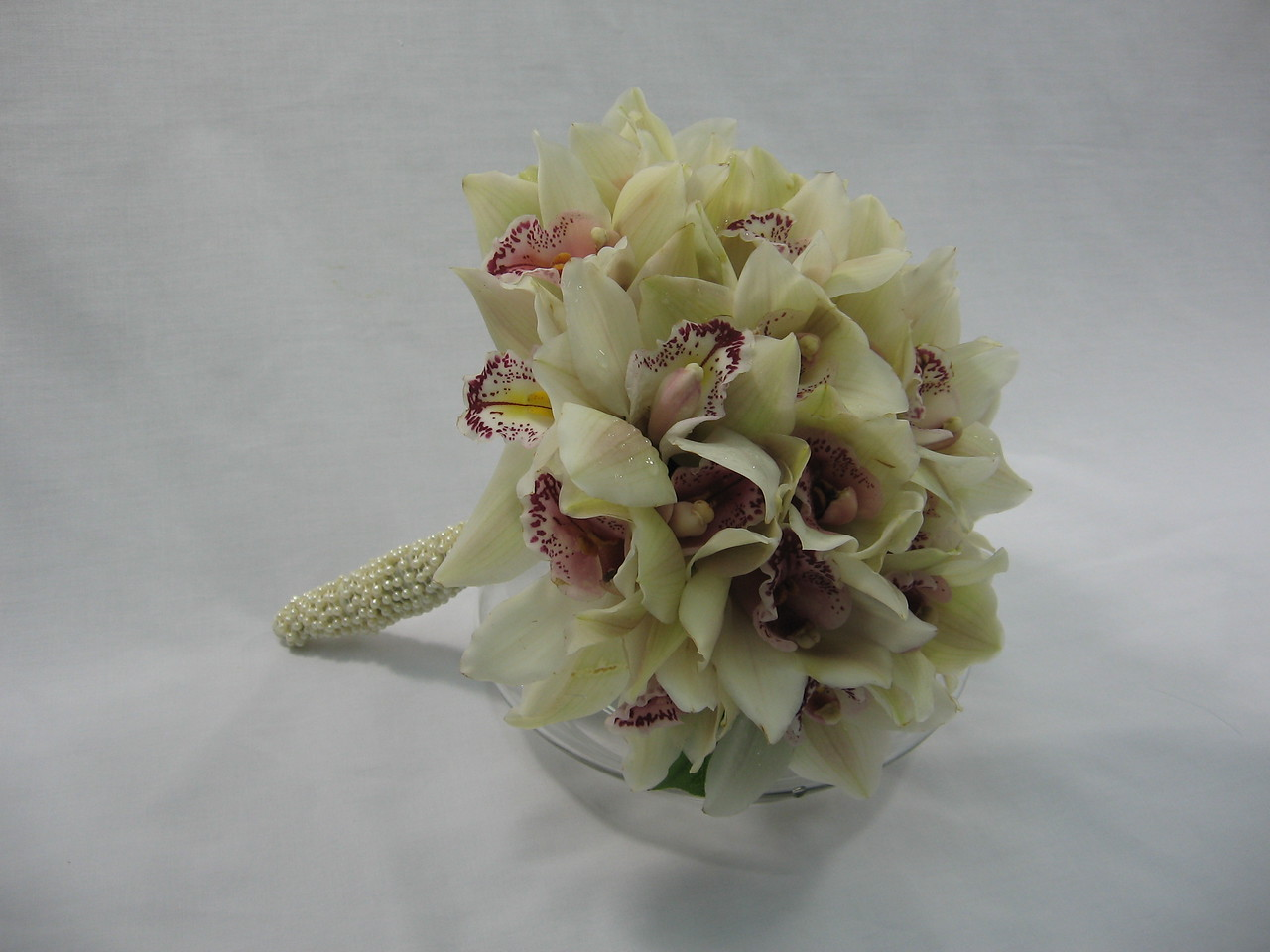 AF190 Cymbidium orchid bouquet wrapped with pearls