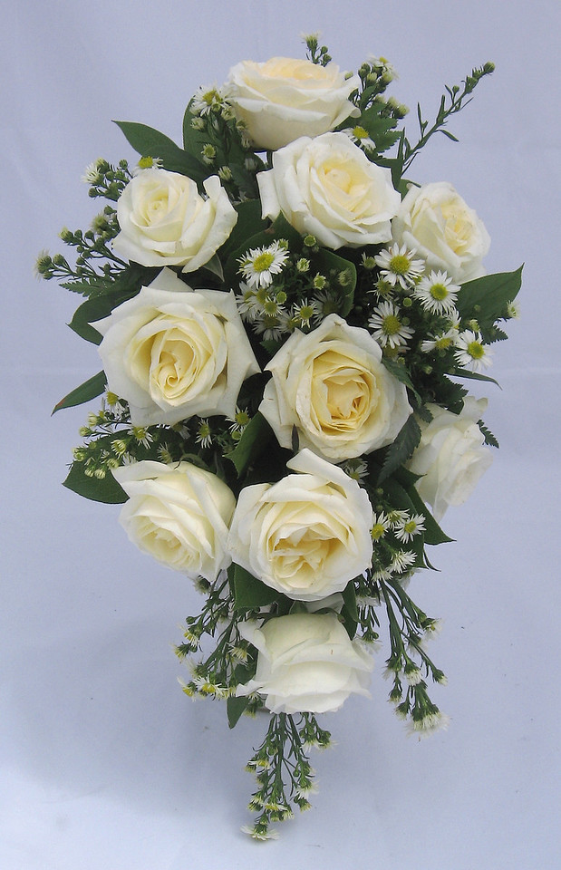 AF160 Casacade white rose bouquet