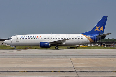 Bahamasair-Xtra Airways Boeing 737-429 N42XA (msn 25729) (Xtra colors) BWI (Tony Storck). Image: 908318.