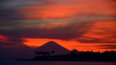 Looking at the sun setting behind Mt. Agung/Bali from Batu Balong Beach, Lombok