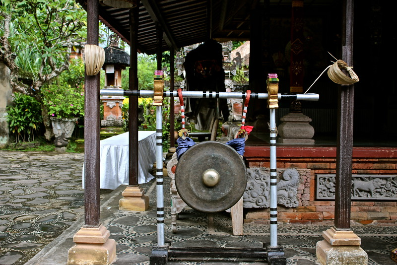 Gong, Mengwi