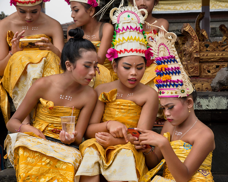 Bali girls backstage