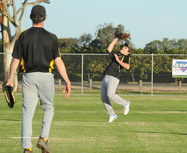 Jeremy Musolino (Loxton) takes the catch