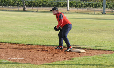 Ashley Rogers (Berri) on 1st base