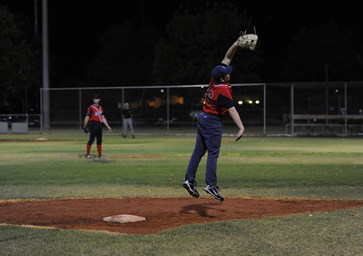 Jarrod Simmons (Berri) jumps to attempt a high catch