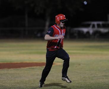 Paul Reid (Berri) heads for 3rd base