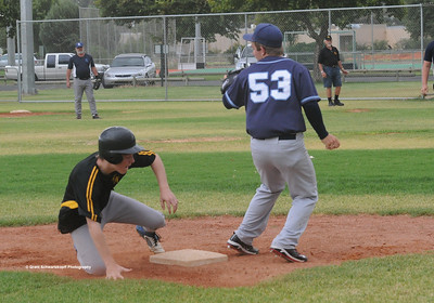 Nathan Thompson (Loxton) safe at 3rd base