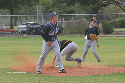 Nathan Thompson (Loxton) safe at 2nd base
