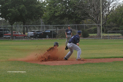 Matt Voigt (Loxton) sliding into 2nd base