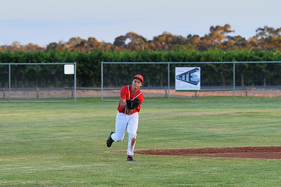 Kris Taylor (Berri) takes the catch