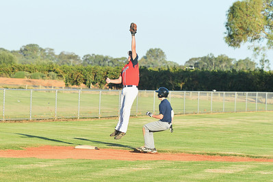 Kris Taylor (Berri) leaps to pull in the ball as Jordan Walker (Barmera) heads for 3rd