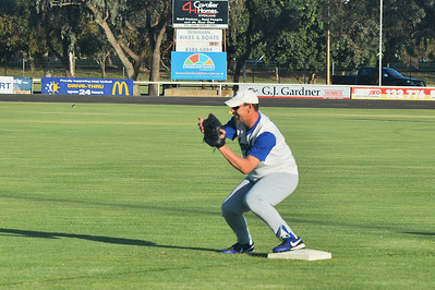 Kevin McDonald (Renmark) waits for the ball at 1st