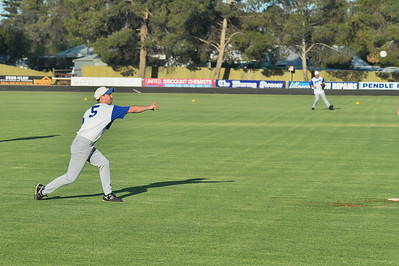 Dan Gilgen (Renmark) throws to 1st